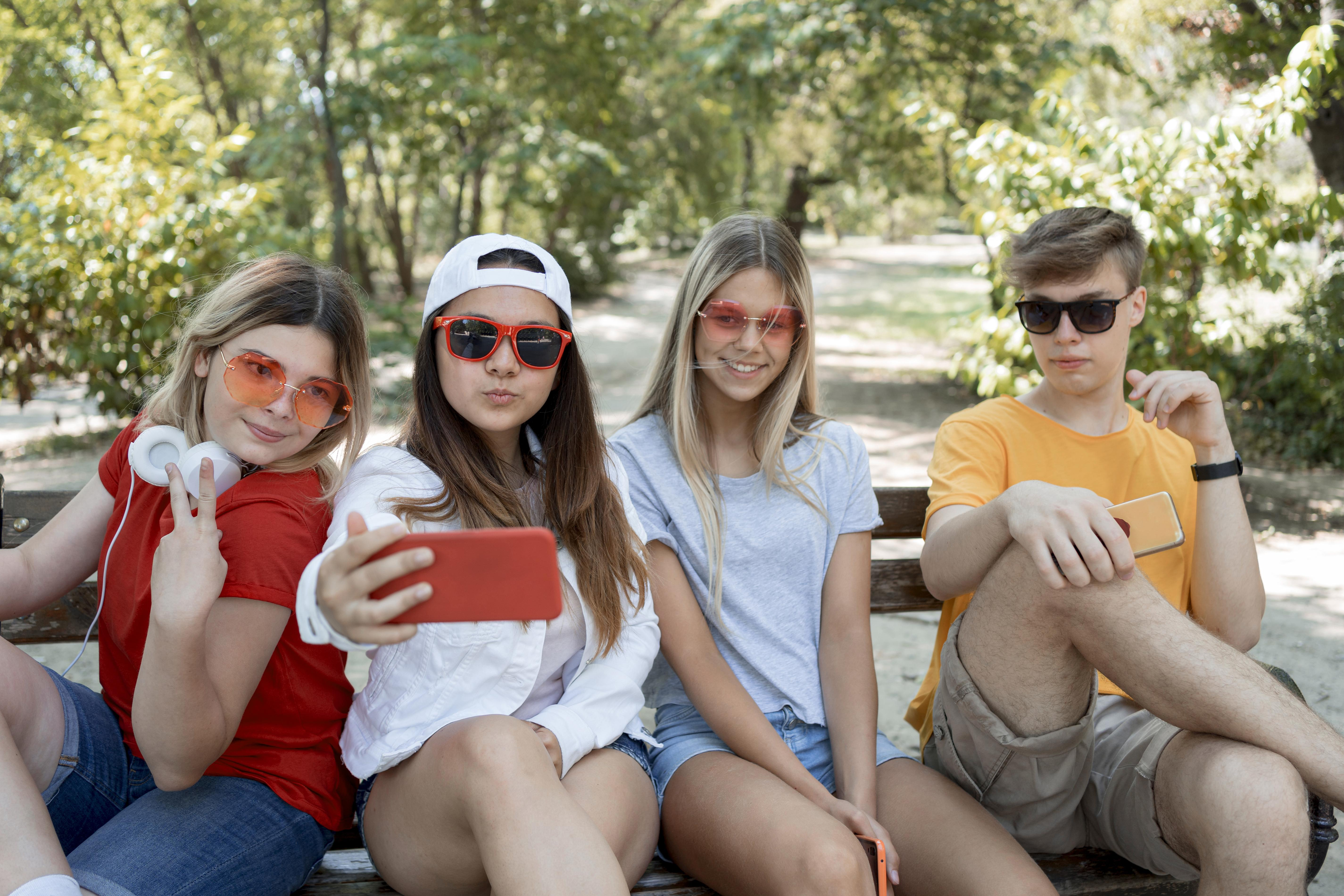 Zeta y Millennials: Generaciones interconectadas